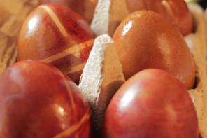 Ohne Chemie: Ostereier natürlich färben